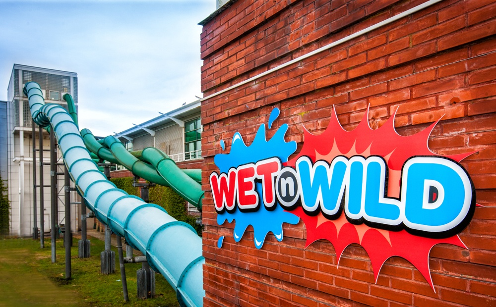 Serco utilise CrowdControlHQ to manage social media risk & compliance - Wet'n'Wild